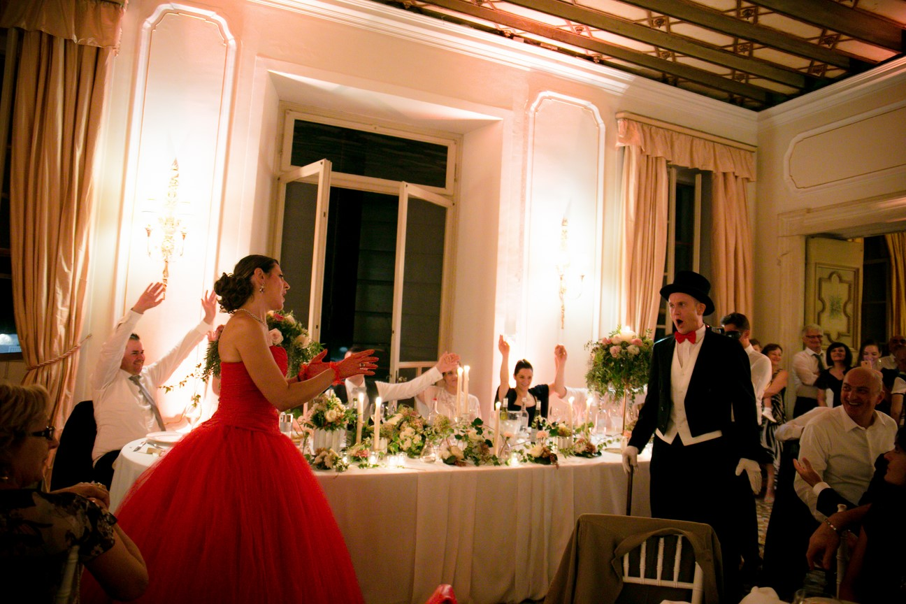 7f7e29fa69c4 Abbiamo ripreso l atmosfera calda della cerimonia tra buon cibo e musica  dal vivo anche in sala che ha accompagnato la cena tra balli e festa.